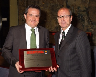 Photo of PACOM receiving Seguritecnia Award 2012
